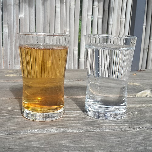 a glass of water with tannins on the left and clean water on the right